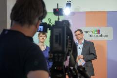 Moderatorin Jenni Zylka und Moderator Leonhard Ottinger